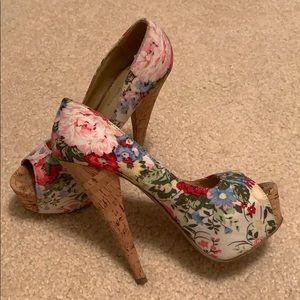 Floral summer pumps